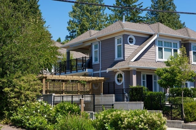 Stonethro   --   2115 - 2133 GORDON AV - West Vancouver/Dundarave #2