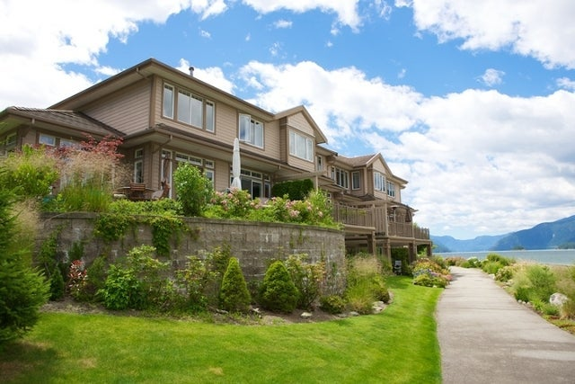Oliver's Landing   --   1 - 56 Beach Drive - West Vancouver/Furry Creek #22