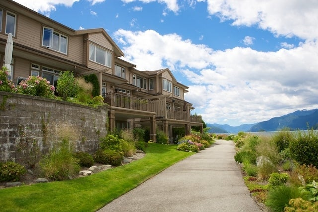 Oliver's Landing   --   1 - 56 Beach Drive - West Vancouver/Furry Creek #24