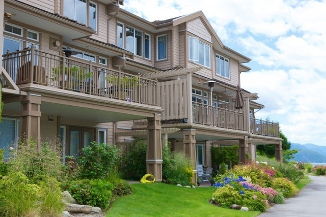 Oliver's Landing   --   1 - 56 Beach Drive - West Vancouver/Furry Creek #26