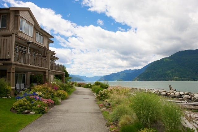 Oliver's Landing   --   1 - 56 Beach Drive - West Vancouver/Furry Creek #27