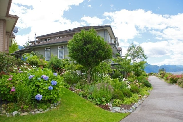 Oliver's Landing   --   1 - 56 Beach Drive - West Vancouver/Furry Creek #29