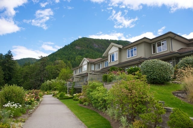 Oliver's Landing   --   1 - 56 Beach Drive - West Vancouver/Furry Creek #34