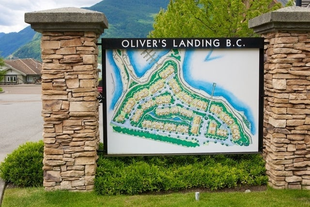 Oliver's Landing   --   1 - 56 Beach Drive - West Vancouver/Furry Creek #39