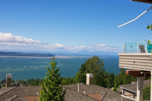 Salishan   --   2466 - 2490 VARLEY LN - West Vancouver/Panorama Village #16