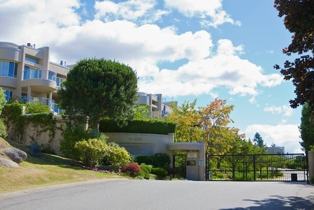 Westpointe   --   2306 - 2396 FOLKESTONE WY - West Vancouver/Panorama Village #1