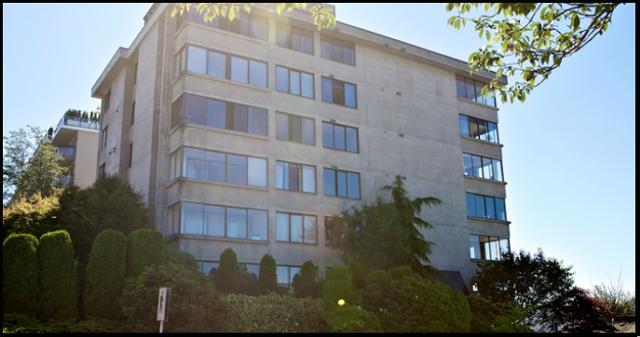 Tiffany Court   --   460 14TH ST - West Vancouver/Altamont #11