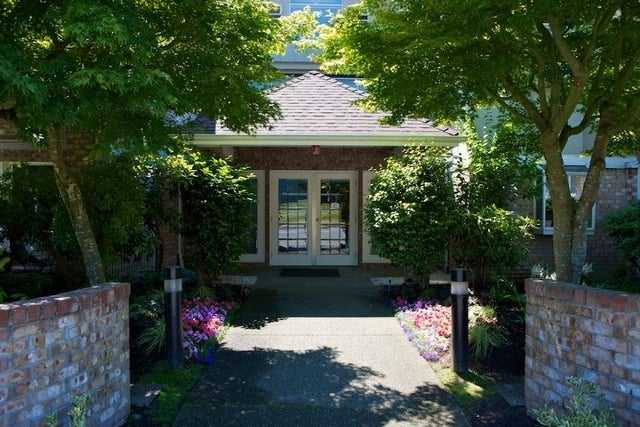 Lincoln Gardens   --   2110 - 2150 MARINE DR - West Vancouver/Dundarave #11