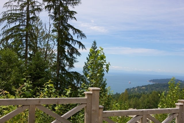 The Aerie   --   2535 GARDEN CT - West Vancouver/Whitby Estates #1