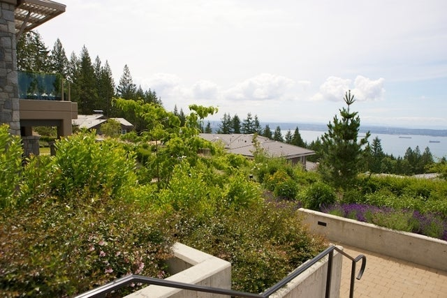 The Aerie   --   2535 GARDEN CT - West Vancouver/Whitby Estates #11