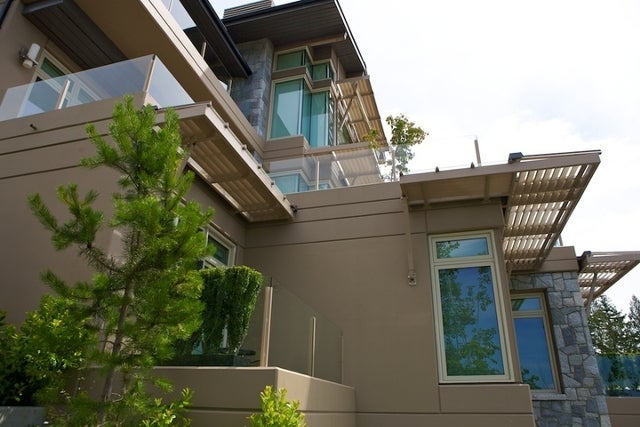 The Aerie   --   2535 GARDEN CT - West Vancouver/Whitby Estates #13