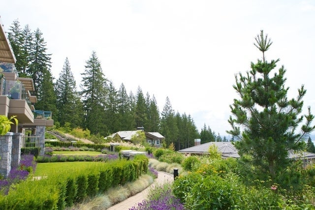 The Aerie   --   2535 GARDEN CT - West Vancouver/Whitby Estates #16