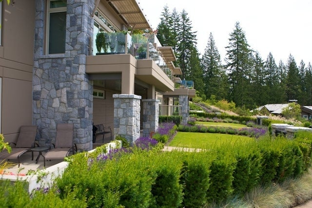 The Aerie   --   2535 GARDEN CT - West Vancouver/Whitby Estates #17