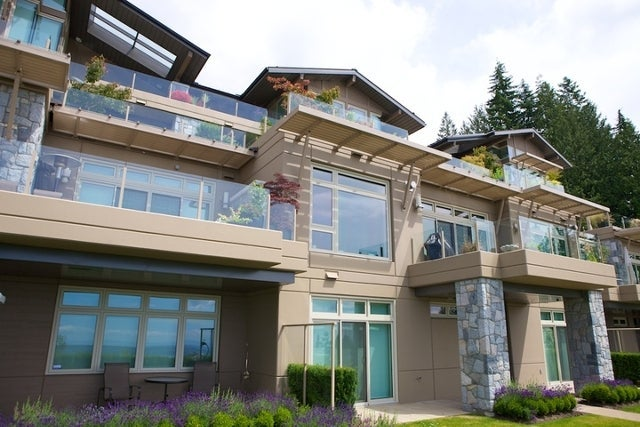 The Aerie   --   2535 GARDEN CT - West Vancouver/Whitby Estates #19