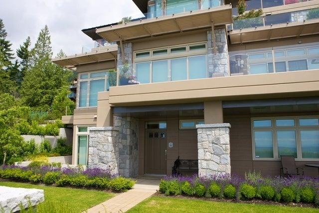The Aerie   --   2535 GARDEN CT - West Vancouver/Whitby Estates #21