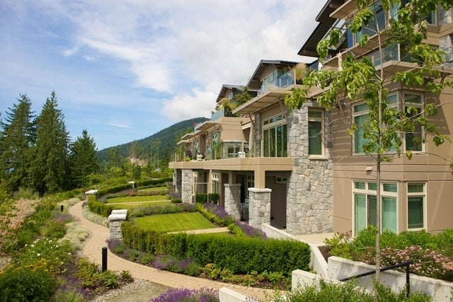The Aerie   --   2535 GARDEN CT - West Vancouver/Whitby Estates #24