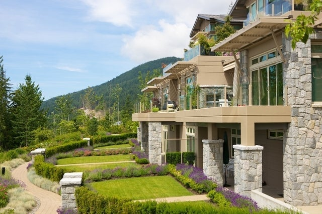 The Aerie   --   2535 GARDEN CT - West Vancouver/Whitby Estates #25