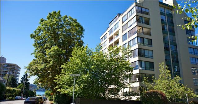 Hemingway Place   --   1412 ESQUIMALT AV - West Vancouver/Ambleside #1