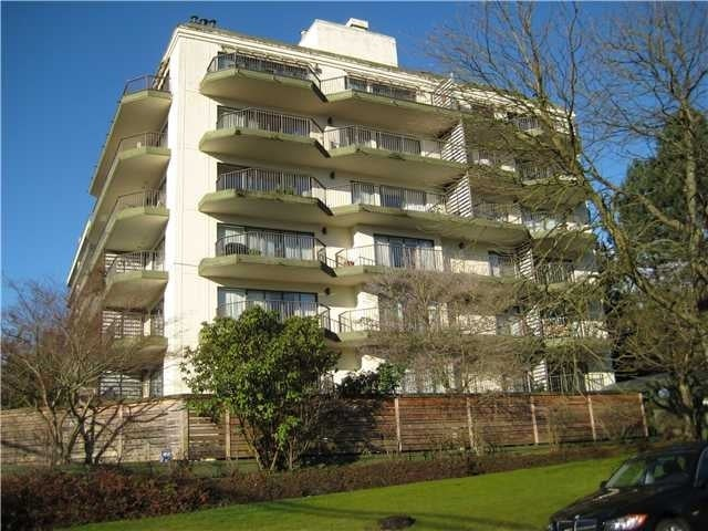 Wesmoor House   --   747 17 ST - West Vancouver/Ambleside #1