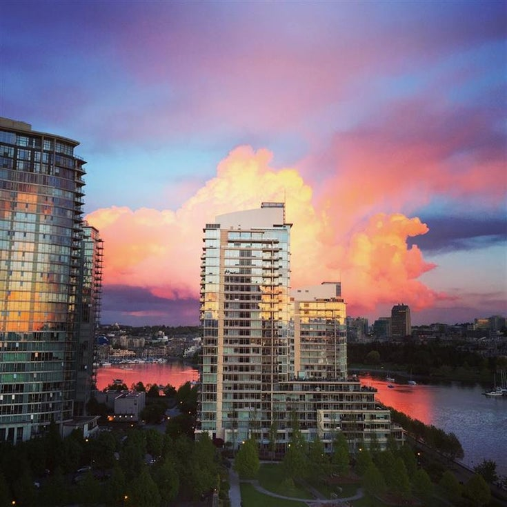 Icon 1   --   638 BEACH CR - Vancouver West/Yaletown #1