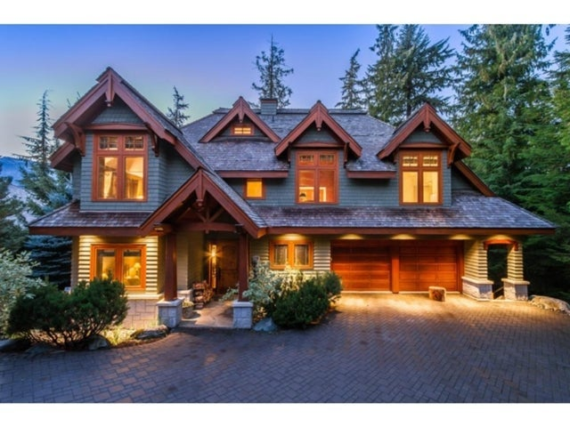 Charming Luxury Chalet in Exclusive Horstman Estates
