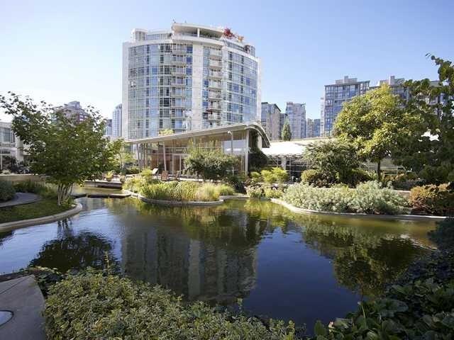 Aquarius Villas   --   1111 MARINASIDE CR - Vancouver West/Yaletown #4