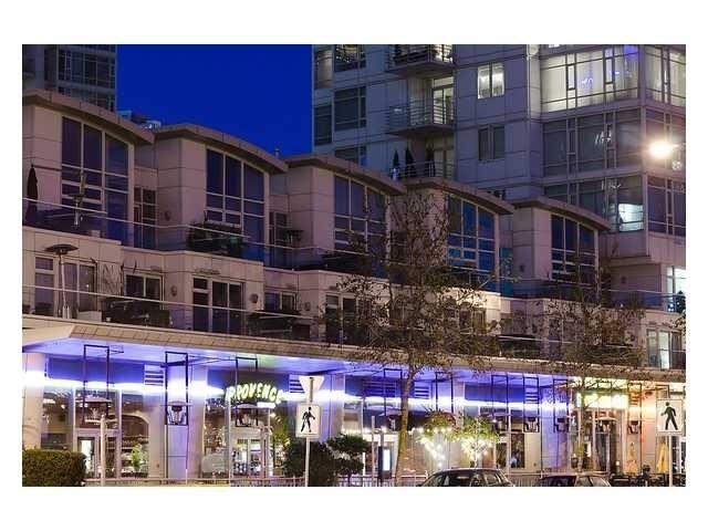 Aquarius Villas   --   1111 MARINASIDE CR - Vancouver West/Yaletown #3