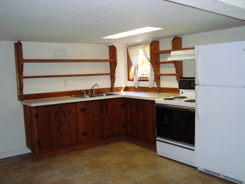 RENTED 680 #3 Homewood Road, Campbell River, BC, V9W3N5 - CR Campbell River Central Triplex for sale, 1 Bedroom  #2