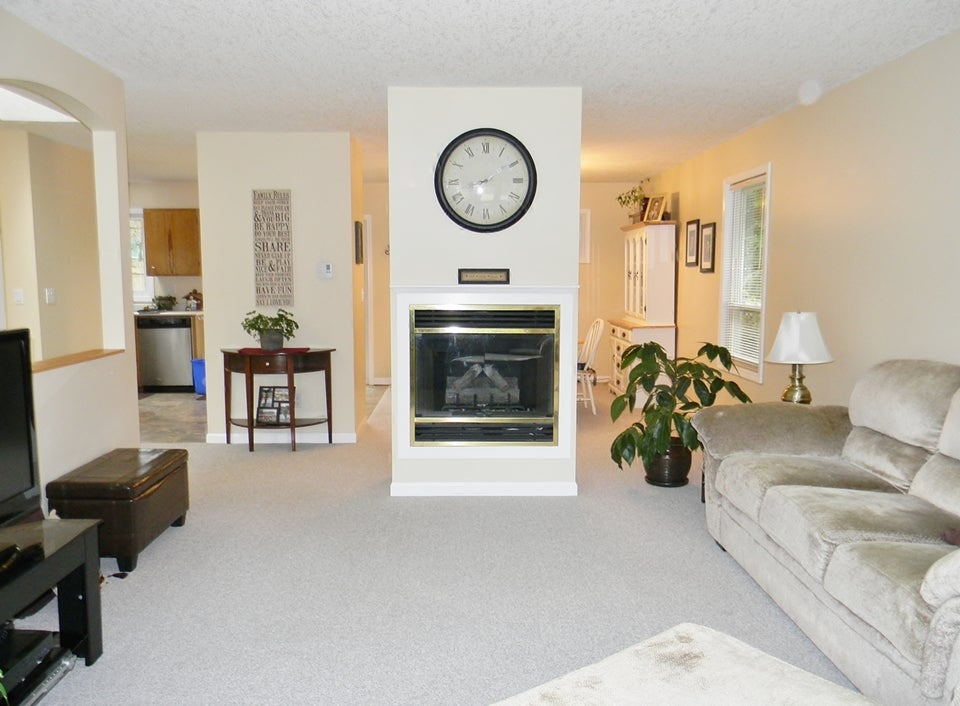Living Room (propane fireplace)