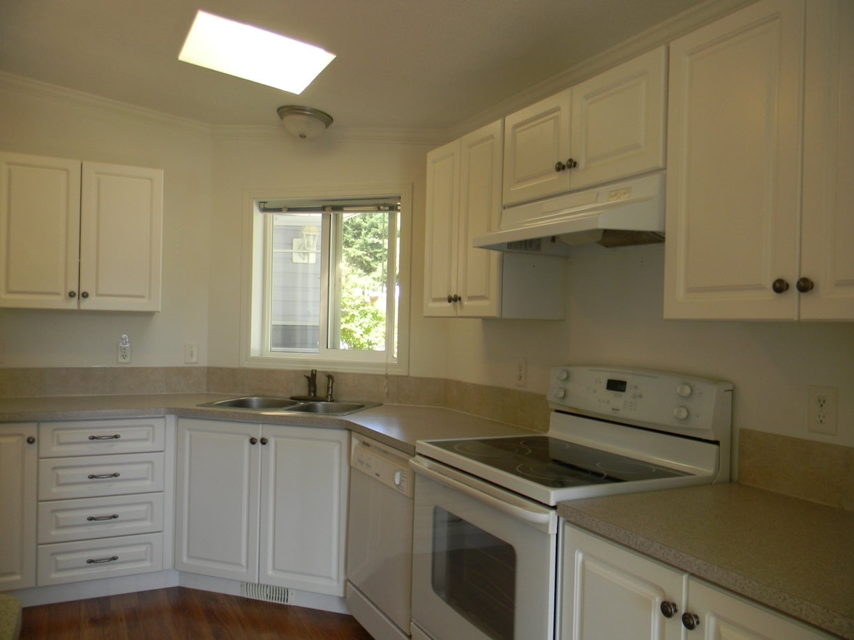 2424 White Ave - PQ Nanoose Manufactured Home for sale, 2 Bedrooms (397191) #4