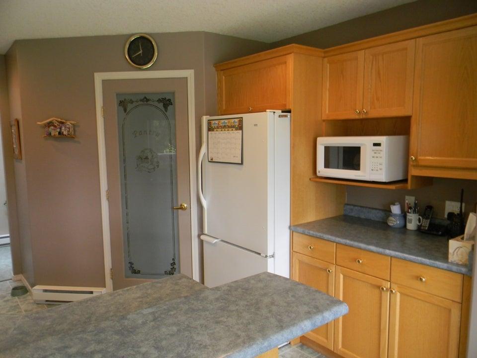Kitchen w/ pantry