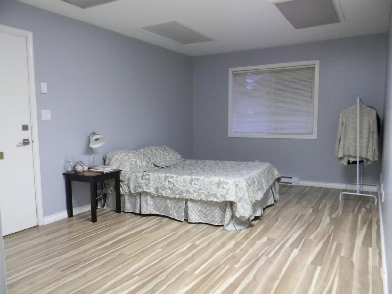 *bonus room....great home based office space