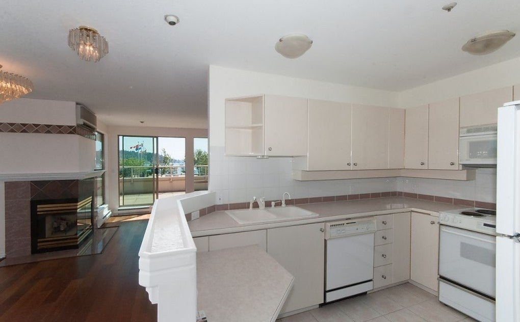 #201 - 215 14th Street, West Vancouver - Ambleside Apartment/Condo for sale, 2 Bedrooms (V1131597) #4