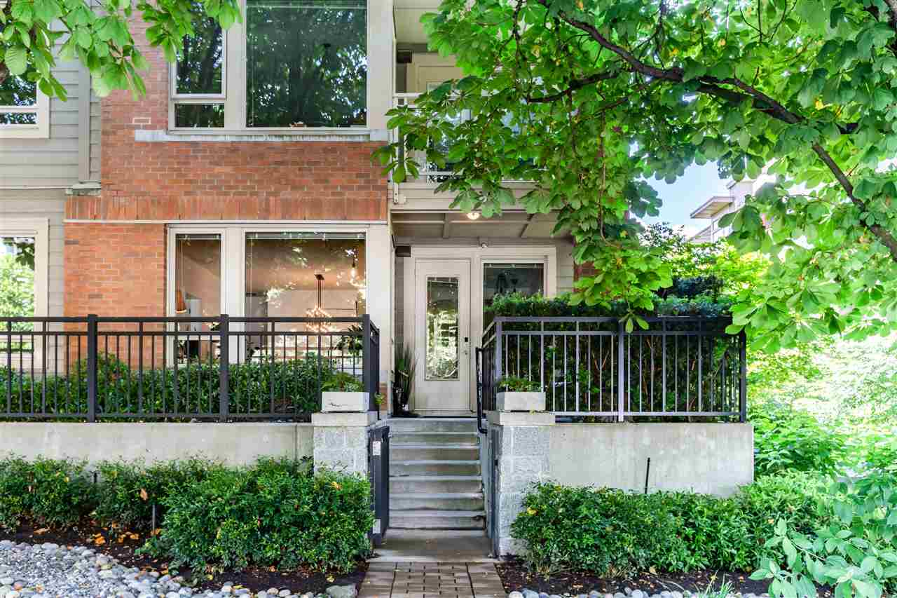 111 119 W 22ND STREET - Central Lonsdale Apartment/Condo for sale, 3 Bedrooms (R2592598) #1