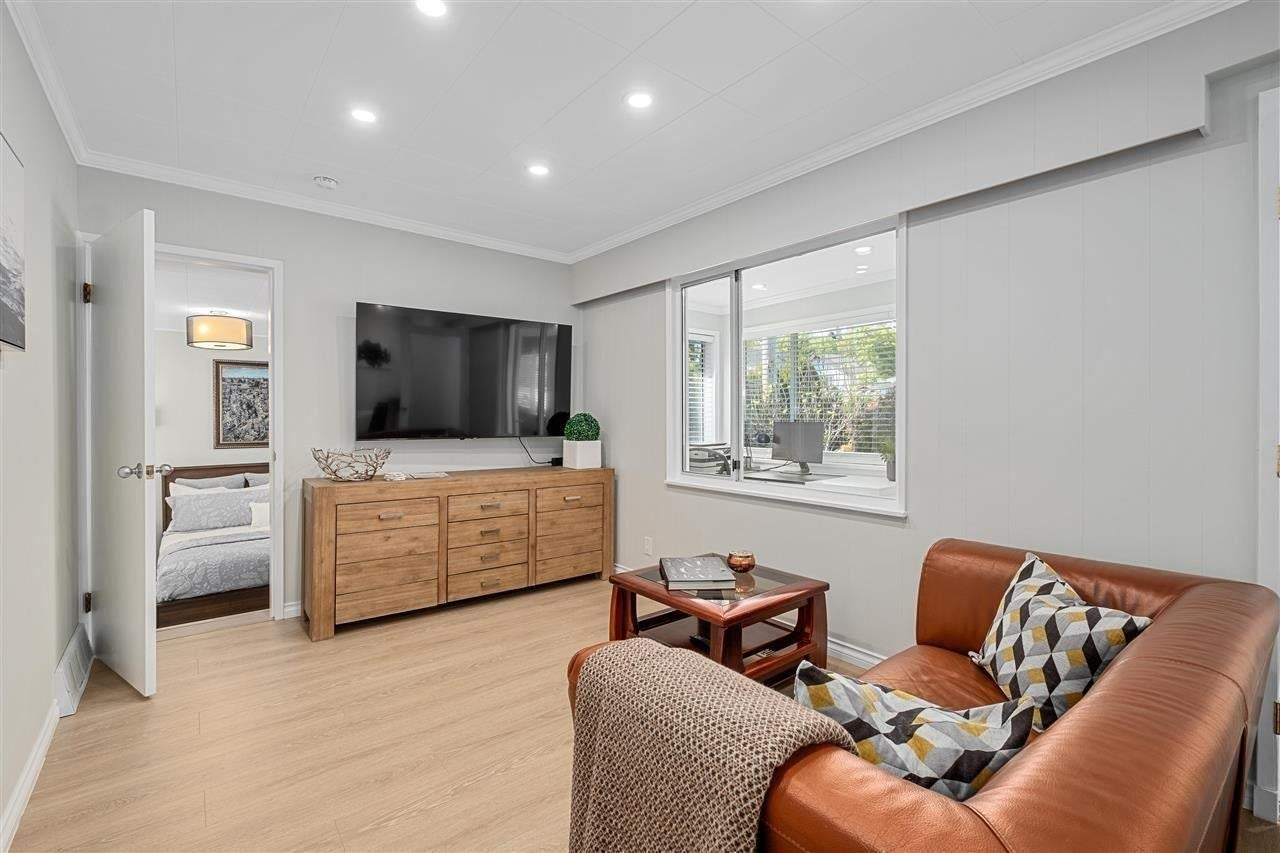 461 LYON PLACE - Central Lonsdale House/Single Family for sale, 4 Bedrooms (R2593970) #3