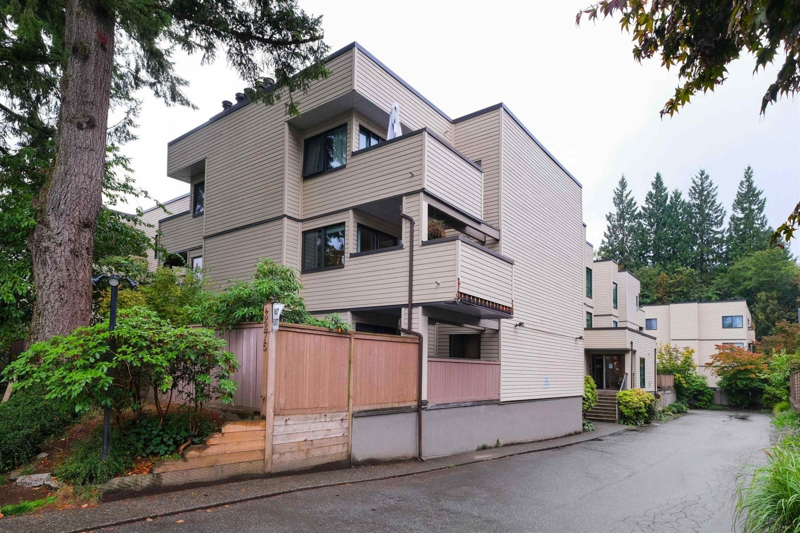304 3275 MOUNTAIN HIGHWAY - Lynn Valley Apartment/Condo for sale, 2 Bedrooms (R2618420) #1