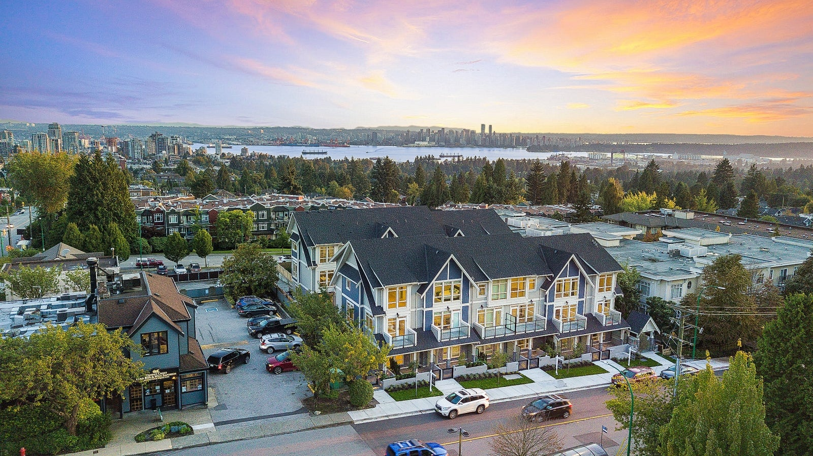 Queen's Landing - 115-123 W Queens Road - Upper Lonsdale Townhouse for sale #2