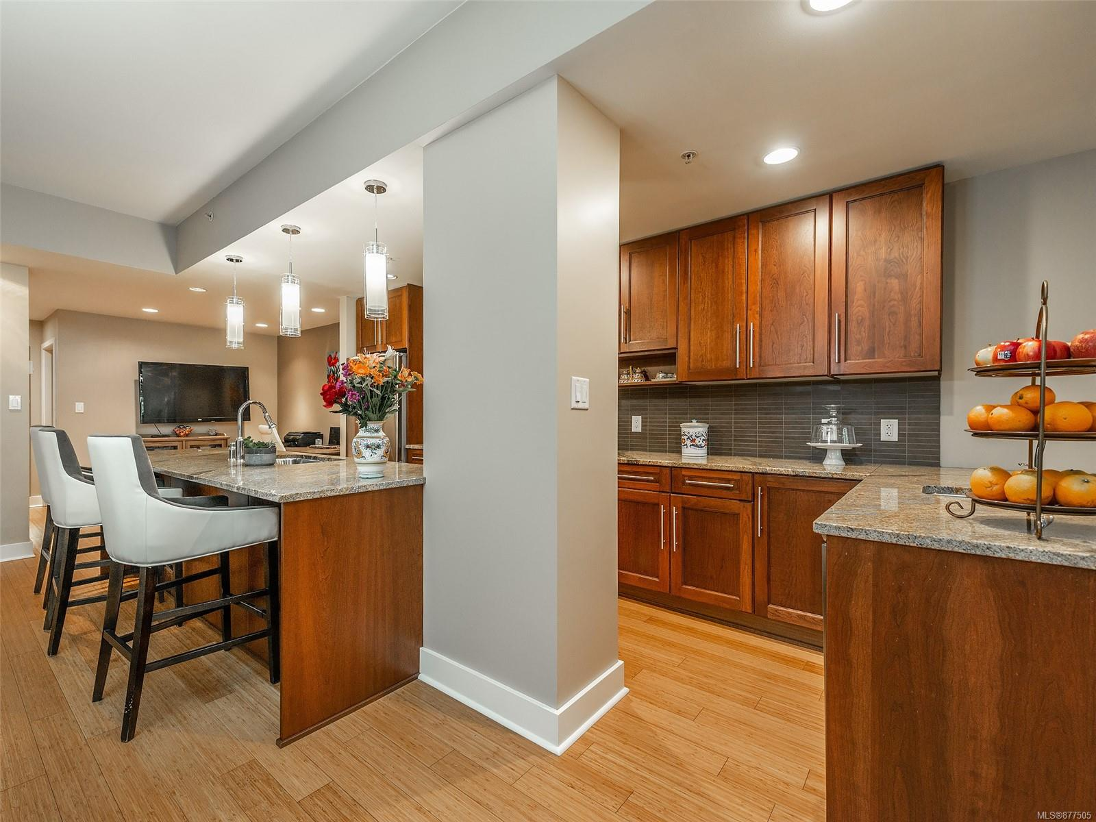 4 828 Rupert Terr - Vi Downtown Row/Townhouse for sale, 2 Bedrooms (877505) #12