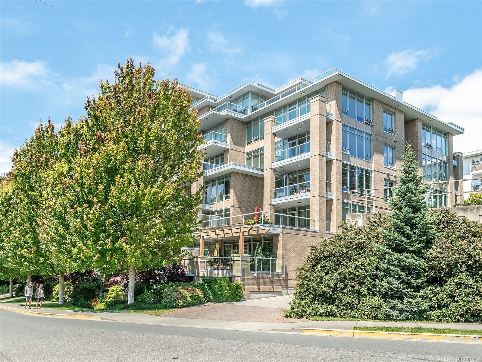 4 828 Rupert Terr - Vi Downtown Row/Townhouse for sale, 2 Bedrooms (877505) #1