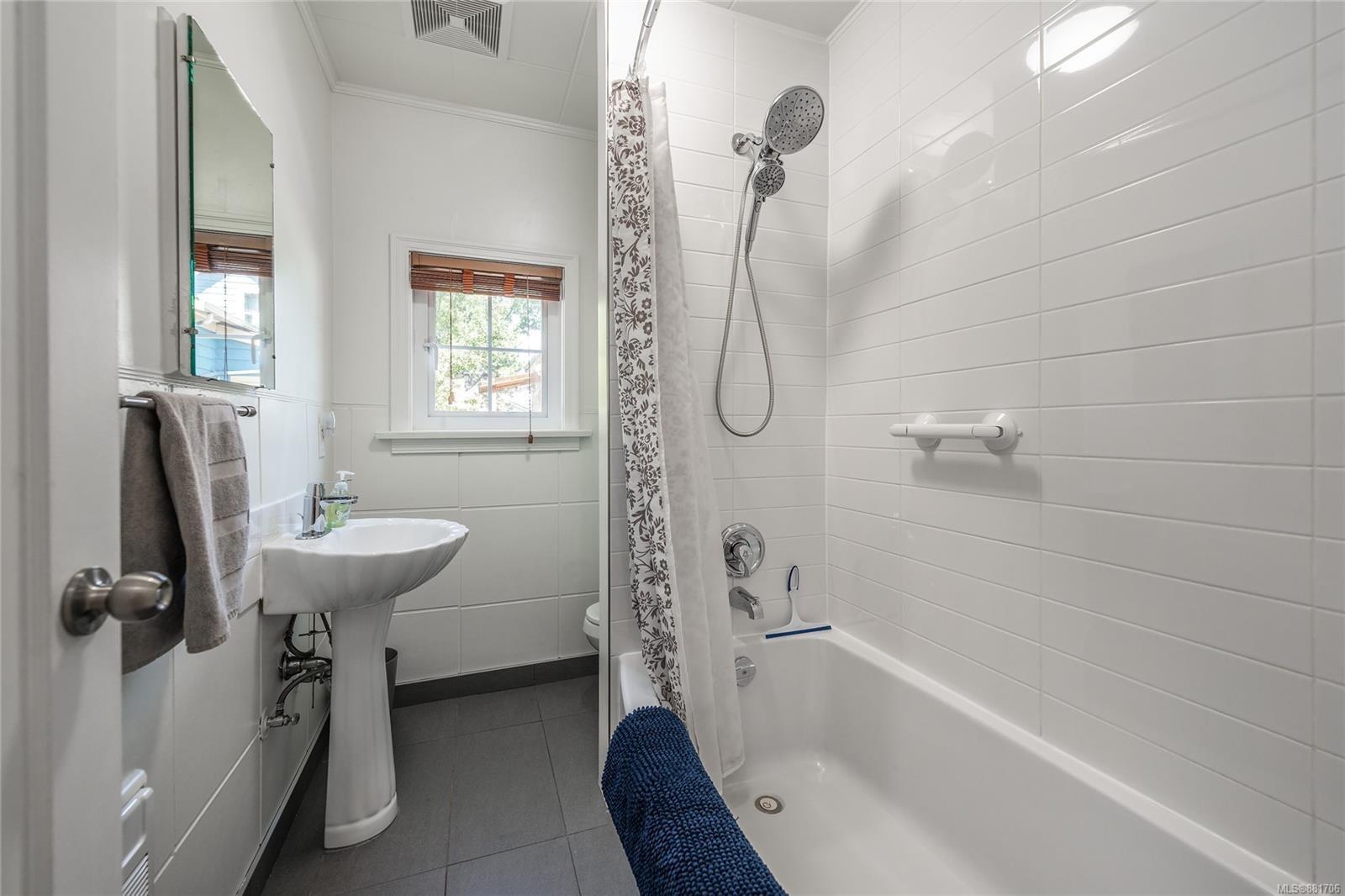 1150 Pandora Ave - Vi Downtown Triplex for sale, 4 Bedrooms (881706) #10