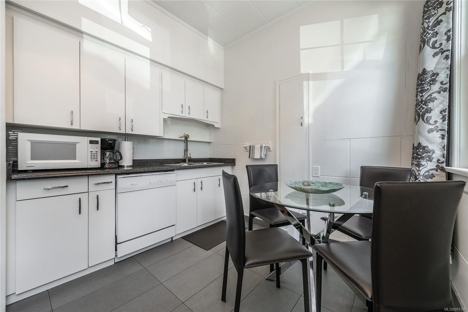 1150 Pandora Ave - Vi Downtown Triplex for sale, 4 Bedrooms (881706) #18