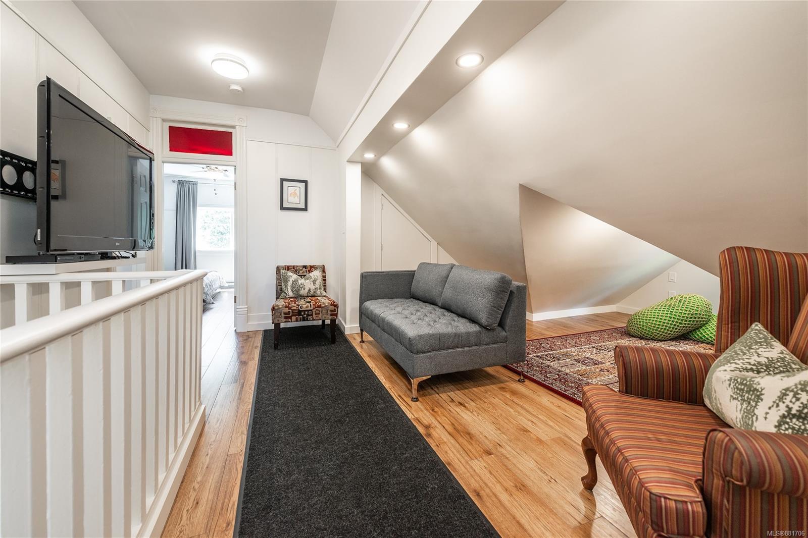 1150 Pandora Ave - Vi Downtown Triplex for sale, 4 Bedrooms (881706) #23