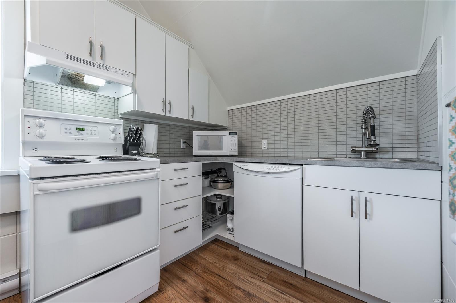 1150 Pandora Ave - Vi Downtown Triplex for sale, 4 Bedrooms (881706) #28