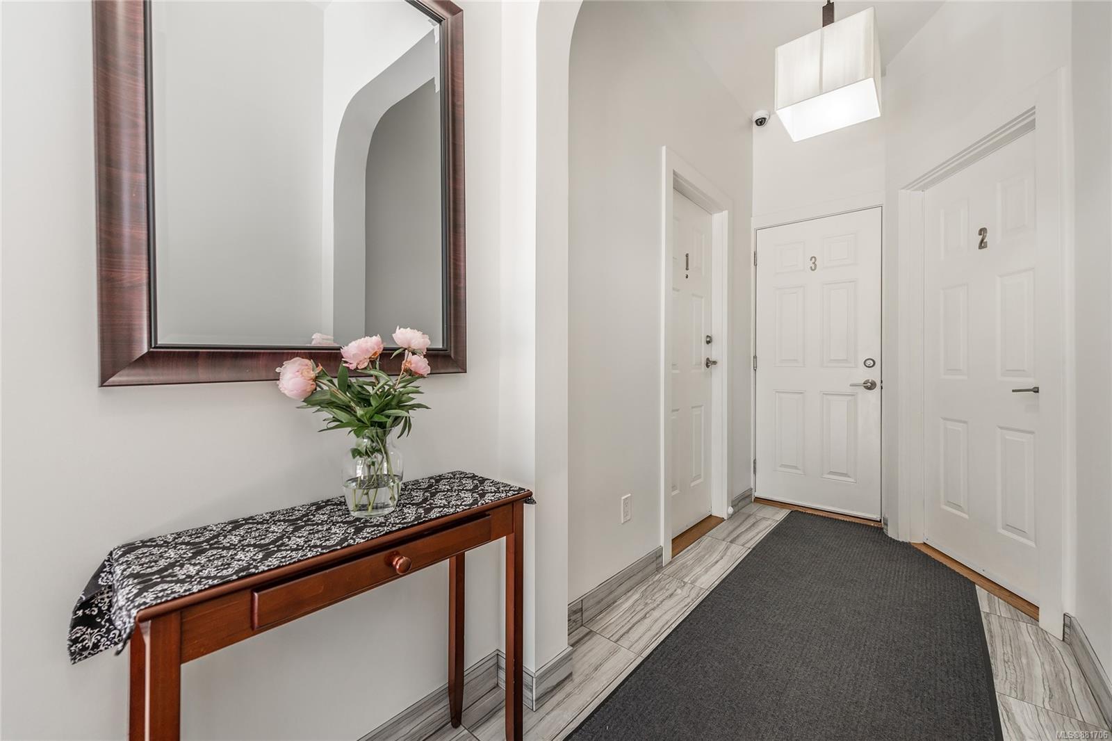 1150 Pandora Ave - Vi Downtown Triplex for sale, 4 Bedrooms (881706) #2