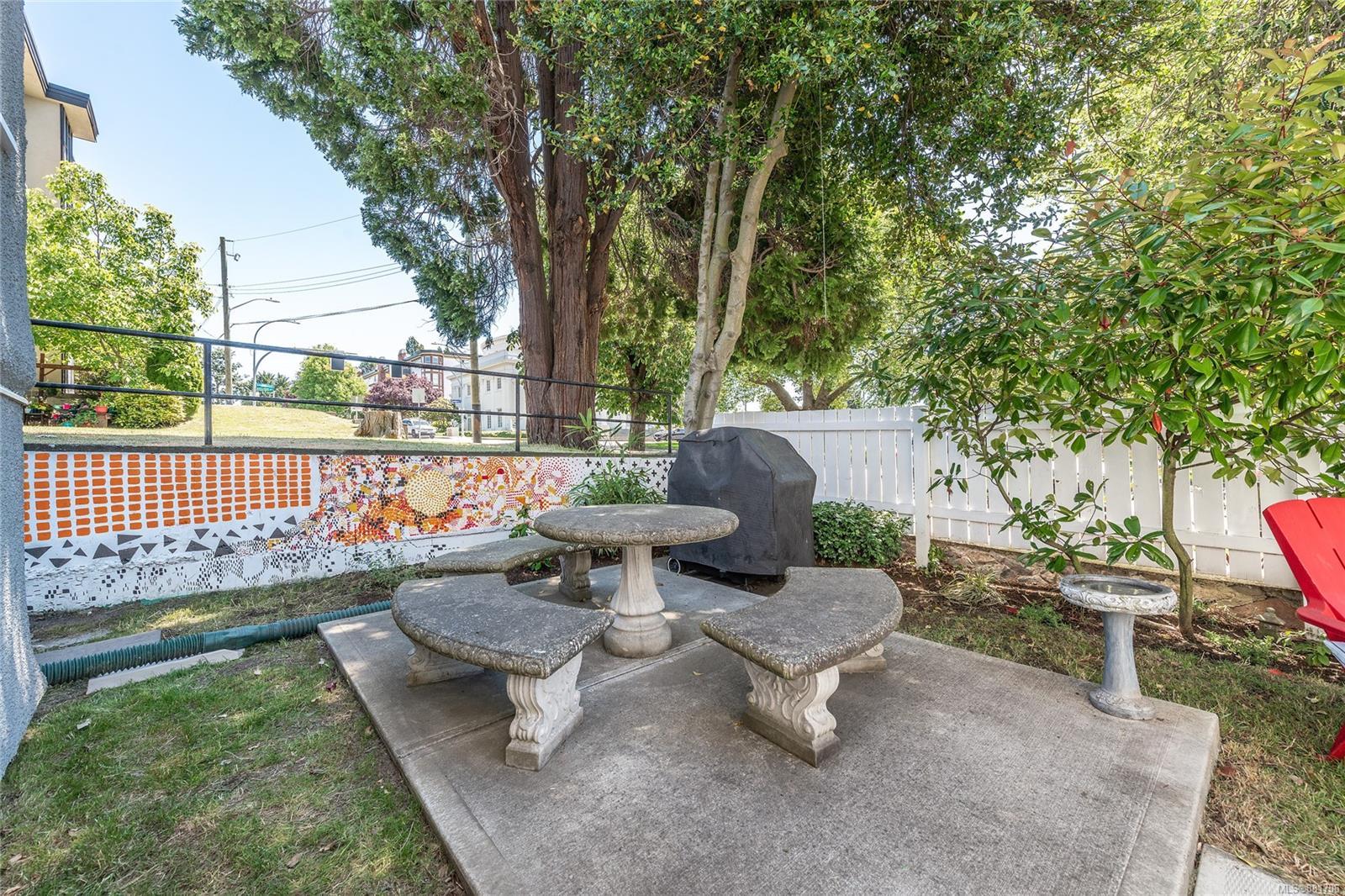 1150 Pandora Ave - Vi Downtown Triplex for sale, 4 Bedrooms (881706) #35