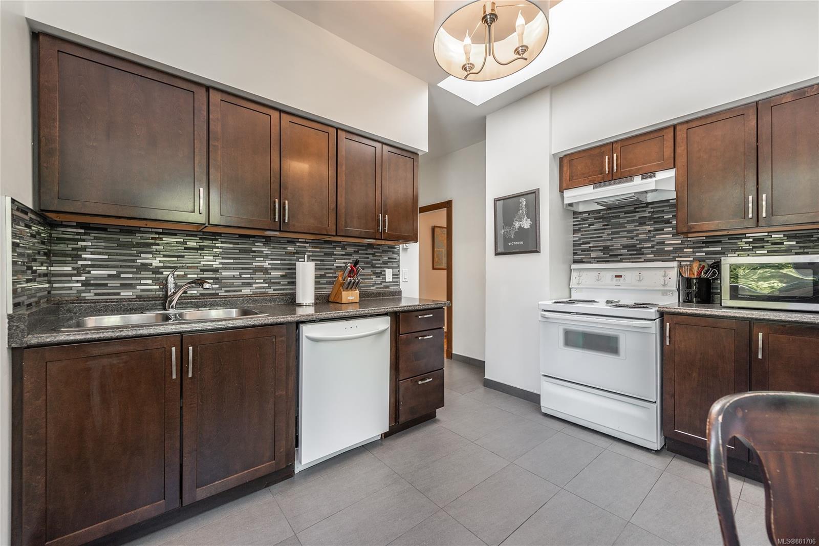 1150 Pandora Ave - Vi Downtown Triplex for sale, 4 Bedrooms (881706) #8