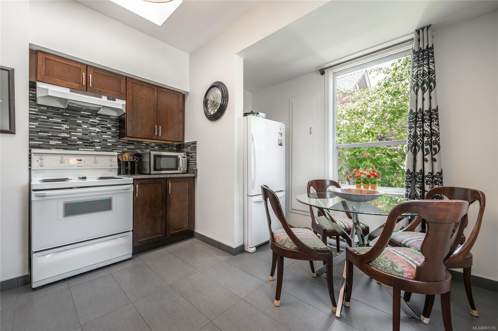 1150 Pandora Ave - Vi Downtown Triplex for sale, 4 Bedrooms (881706) #9