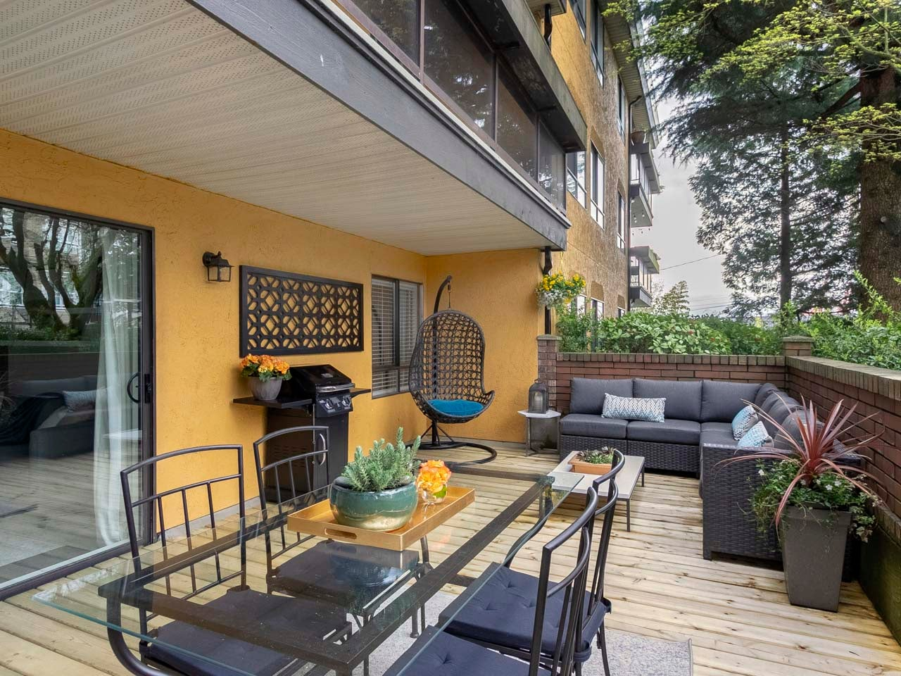 101 - 215 North Templeton Drive - Hastings Apartment/Condo for sale, 2 Bedrooms (R2258392) #1