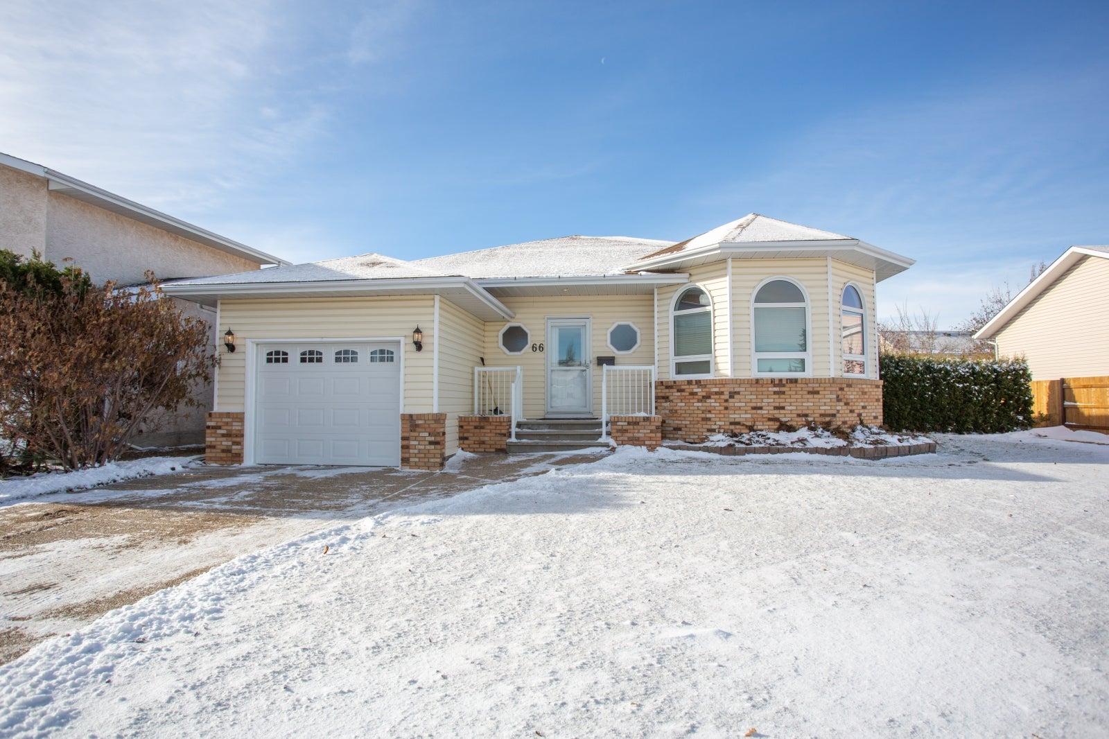 66 Douglas Ave, Red Deer, AB - Deer Park Village Detached for sale(A1048133) #1