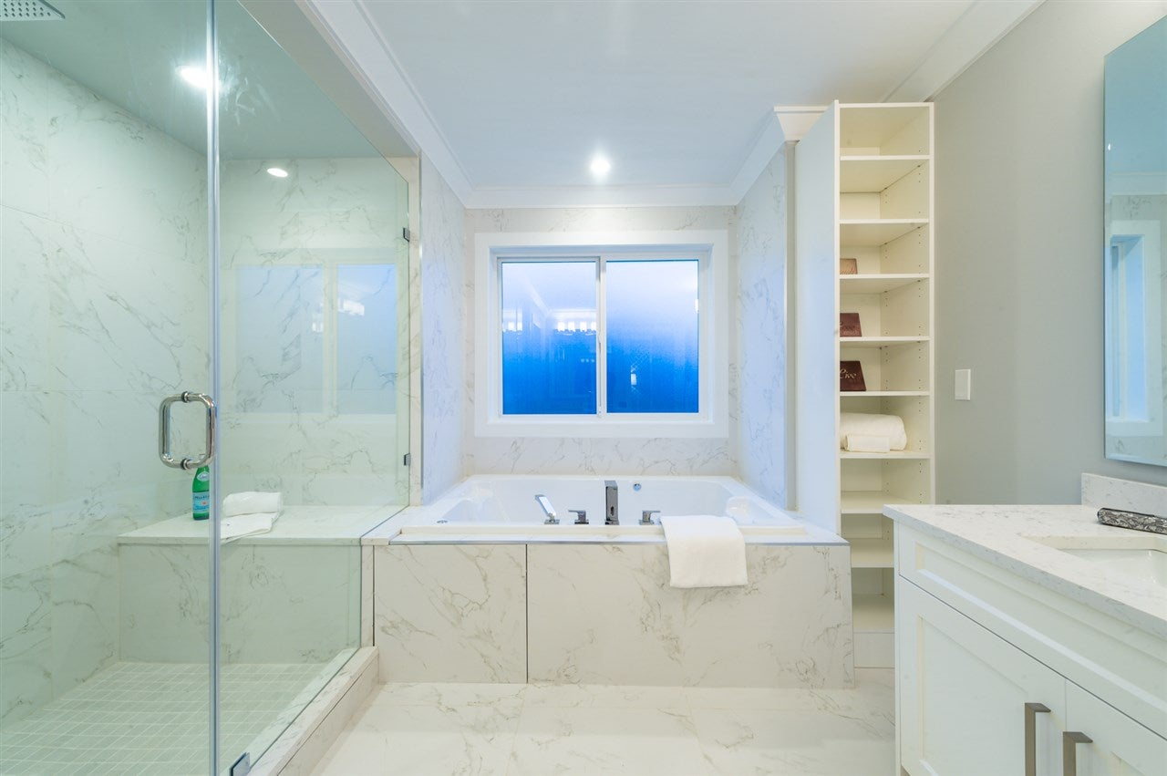 View Gallery Bathroom Lighting 13. This View Gallery Bathroom ...